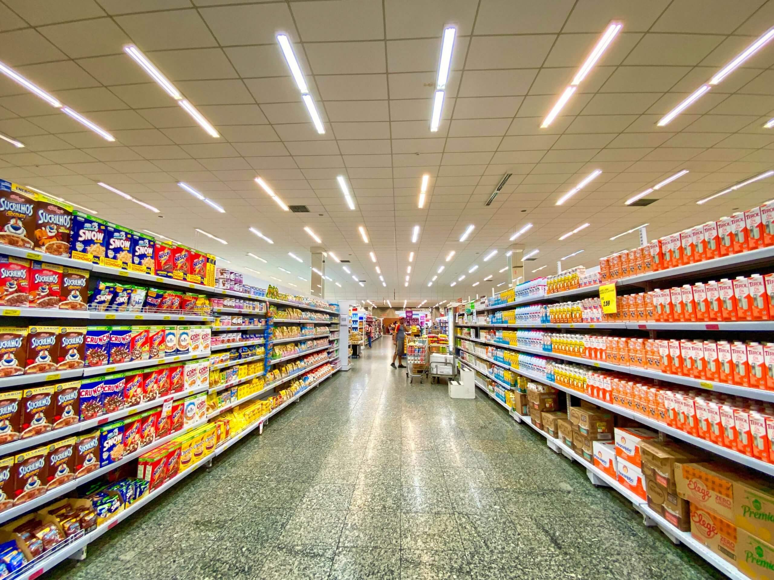 grocery store aisle after a vinyl composition tile cleaning in atlanta ga